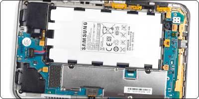 A l'intérieur de la tablette Samsung Galaxy Tab 2.0 7