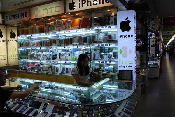 Une boutique de mobiles d'occasion en Chine