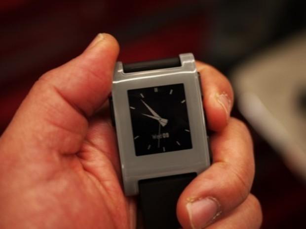 CES 2013 : la montre Pebble donne aussi l'heure