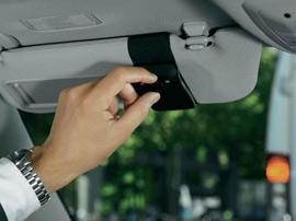 Interdiction du kit main libre : quels sont les moyens pour téléphoner en voiture ?