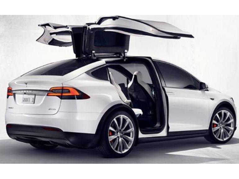Tesla X : premier bain de foule avant sa commercialisation