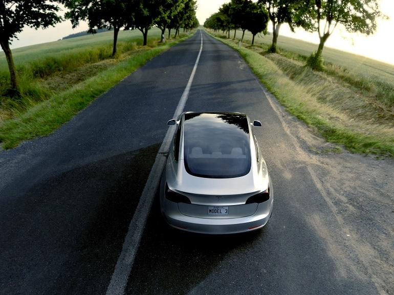 La Tesla Model 3 est visible dans le centre de Paris et bientôt dans le reste de la France