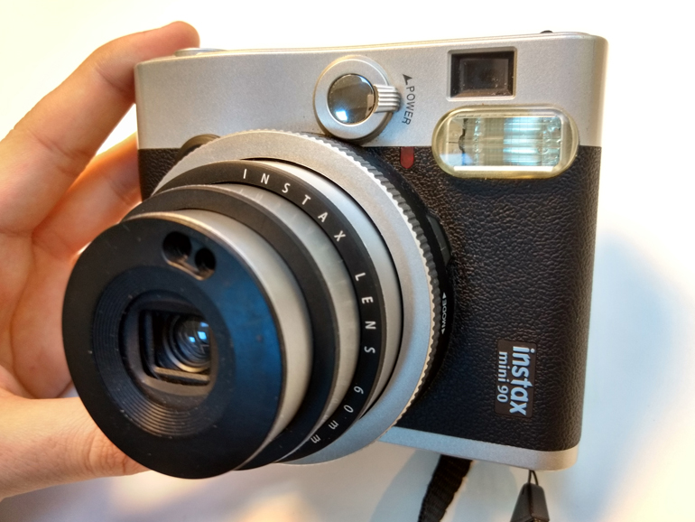 https://d1fmx1rbmqrxrr.cloudfront.net/cnet/i/edit/2017/04/instax-mini-90nc-optique-770.jpg