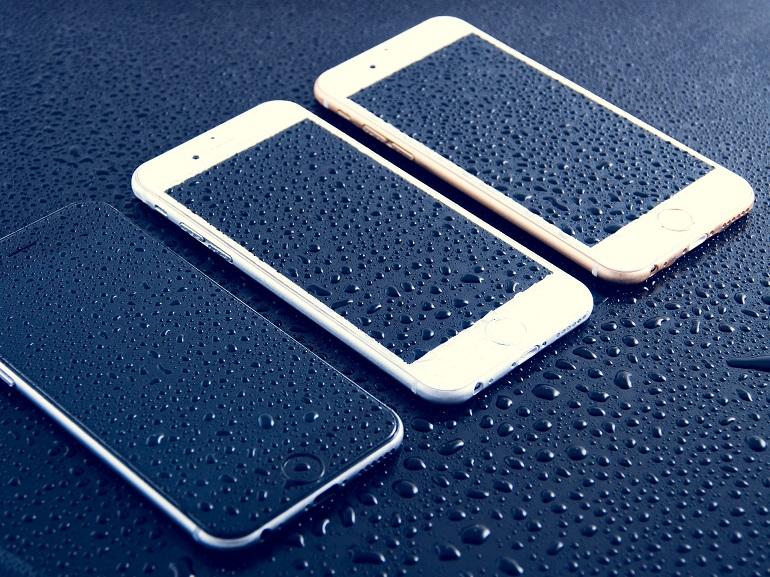 Notre sélection de smartphones étanches pour un été sans risque