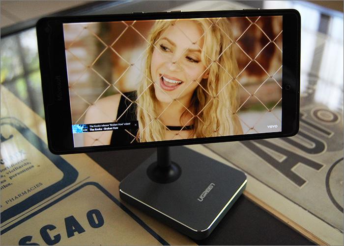 Smartphone sur support magnétique