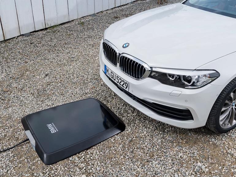 BMW propose la recharge sans fil sur sa 530e iPerformance