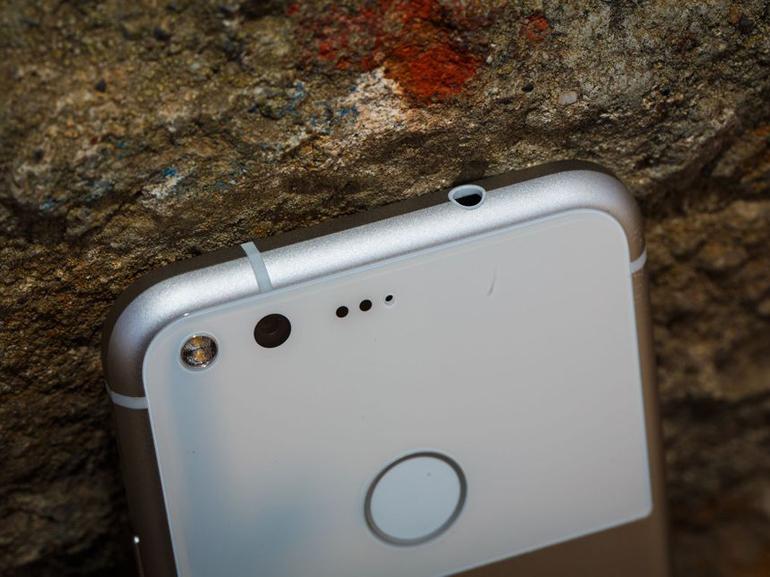 Google Pixel 2 : encore des images, mais cette fois on aperçoit l'interface