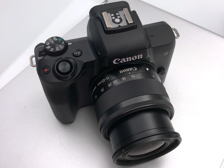 https://d1fmx1rbmqrxrr.cloudfront.net/cnet/i/edit/2018/02/canon-m50-up.jpg