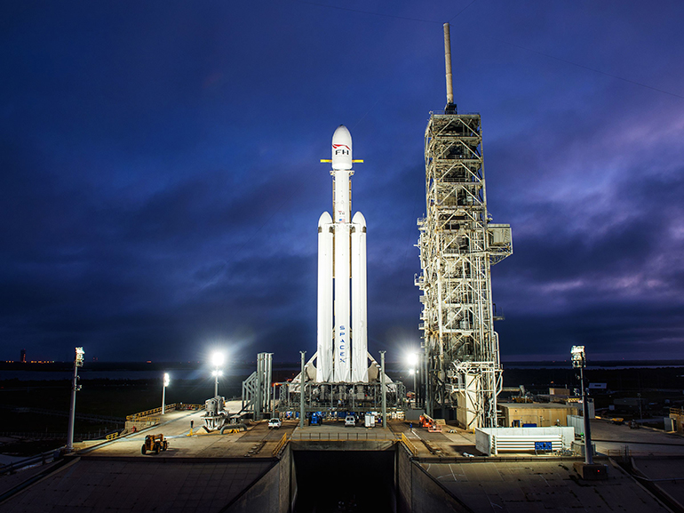 https://d1fmx1rbmqrxrr.cloudfront.net/cnet/i/edit/2018/02/spacex-falconheavy-770.jpg