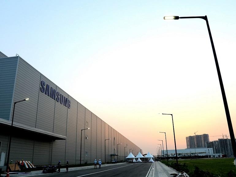 Samsung ouvre la plus grande usine de smartphones au monde en Inde