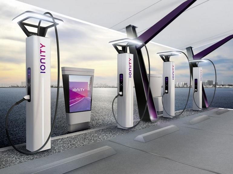 Les premières bornes électriques de recharge rapide sur les autoroutes française