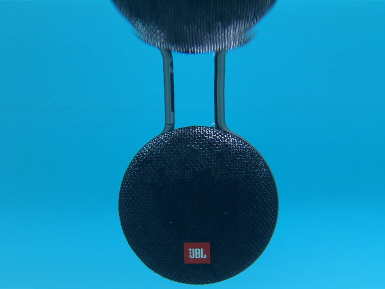 https://d1fmx1rbmqrxrr.cloudfront.net/cnet/i/edit/2018/07/jbl-clip-3-immergee.jpg