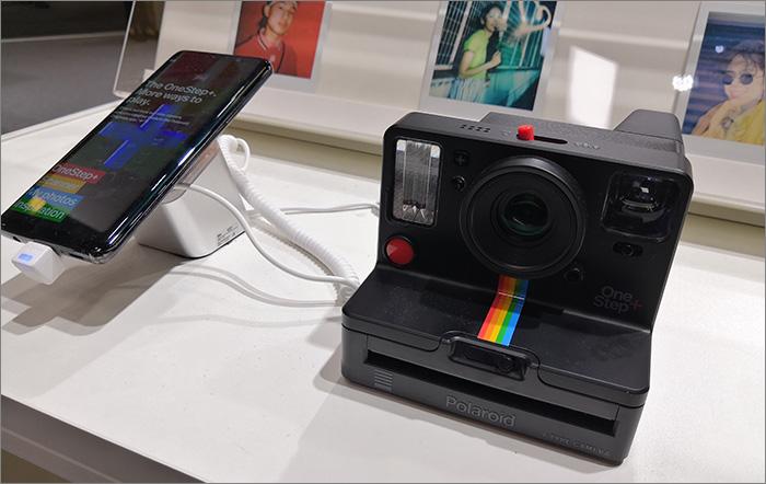 Polaroid et smartphone