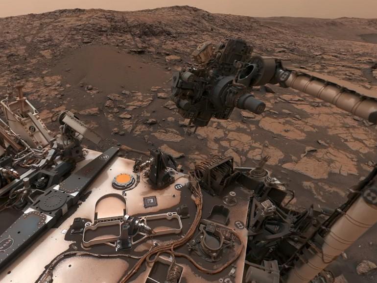 Mars : le robot Curiosity de la Nasa nous offre un superbe selfie panoramique
