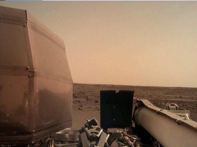 InSight nous envoie sa première carte postale depuis Mars