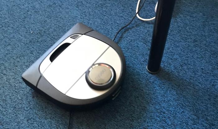 Image de l'aspirateur robot face à des obstacles