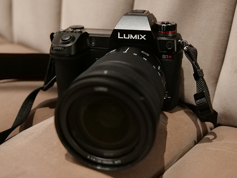 https://d1fmx1rbmqrxrr.cloudfront.net/cnet/i/edit/2019/02/lumix-s1-s1r-front.jpg
