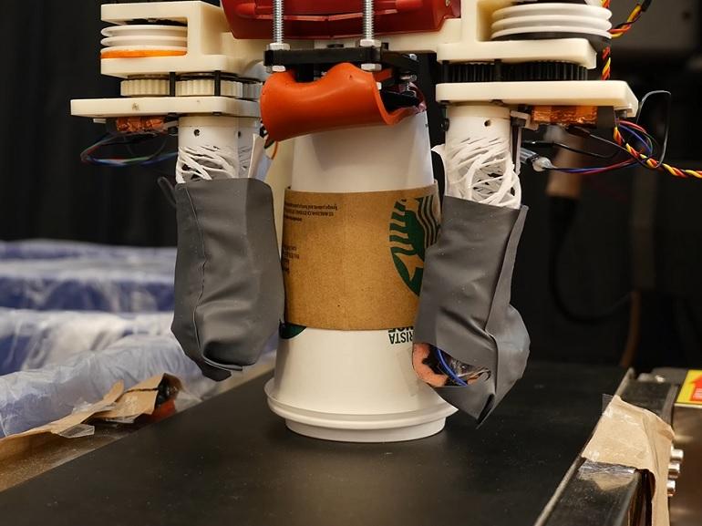 Ce robot est capable de sélectionner et de recycler correctement les déchets [vidéo]