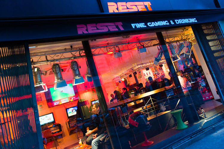 Idée de sortie à Paris, Le Reset Bar : temple du retro-gaming et des cocktails pop culture