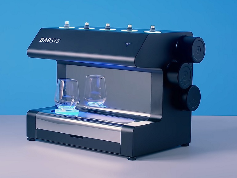 Ce robot barman fait des cocktails à votre place, mais il faut payer le prix fort