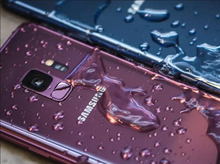 Samsung accusé de publicité mensongère sur la « résistance à l'eau » des Galaxy S