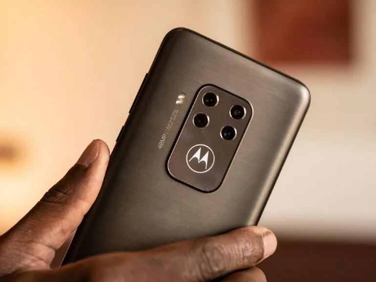 IFA 2019 : Motorola One Zoom : quatre capteurs photo et une finition matte qui limite les traces de doigts