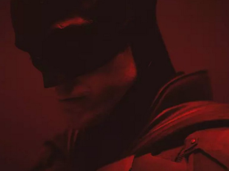 The Batman : premières images de Robert Pattinson en chevalier noir