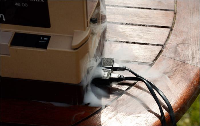 Machine à coudre qui fume