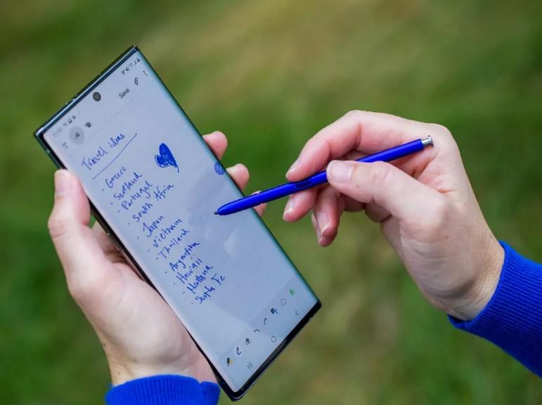 Galaxy S10 vs Note 10 : le S-Pen vaut-il la peine ?