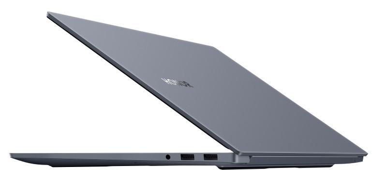 HONOR MagicBook Pro, vue de trois-quarts, coque et connectique USB