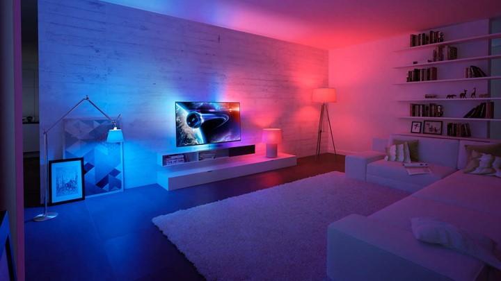 Téléviseur Philips Ambilight photo lifestyle intérieur avec éclairage Philips Hue synchronisé