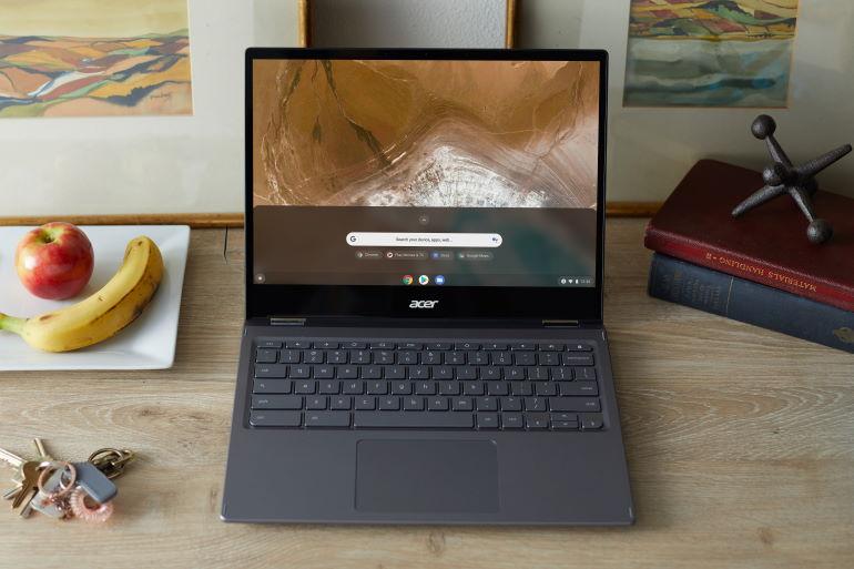 Le Chromebook Acer Spin 713 sur un joli bureau