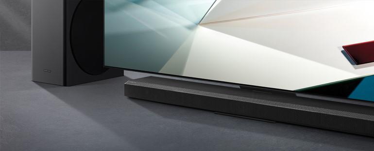 La barre de son Samsung Q-Series HW-Q800T version 2020. Visuel d'illustration lifestyle dans un intérieur design.