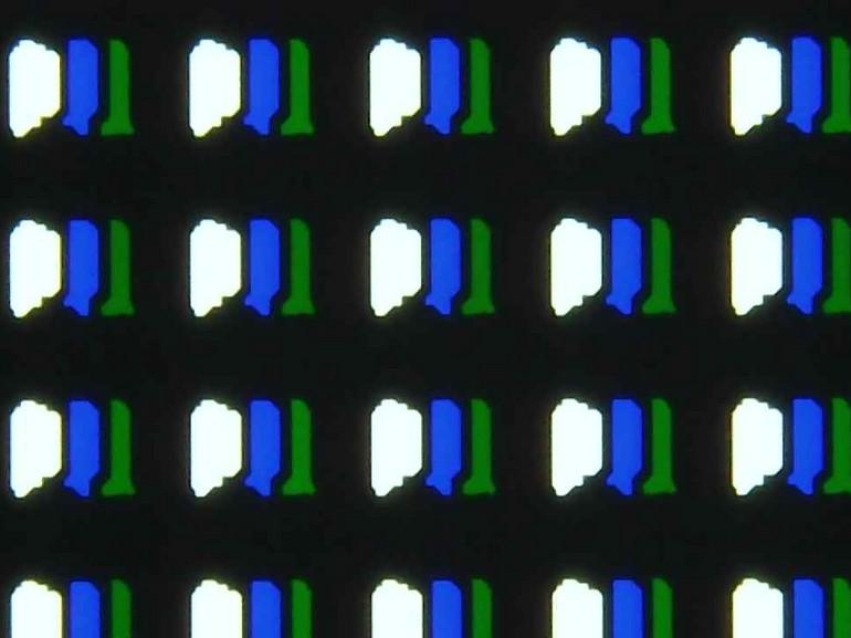 Seuls trois sous-pixels sont allumés quand la dalle affiche du blanc.