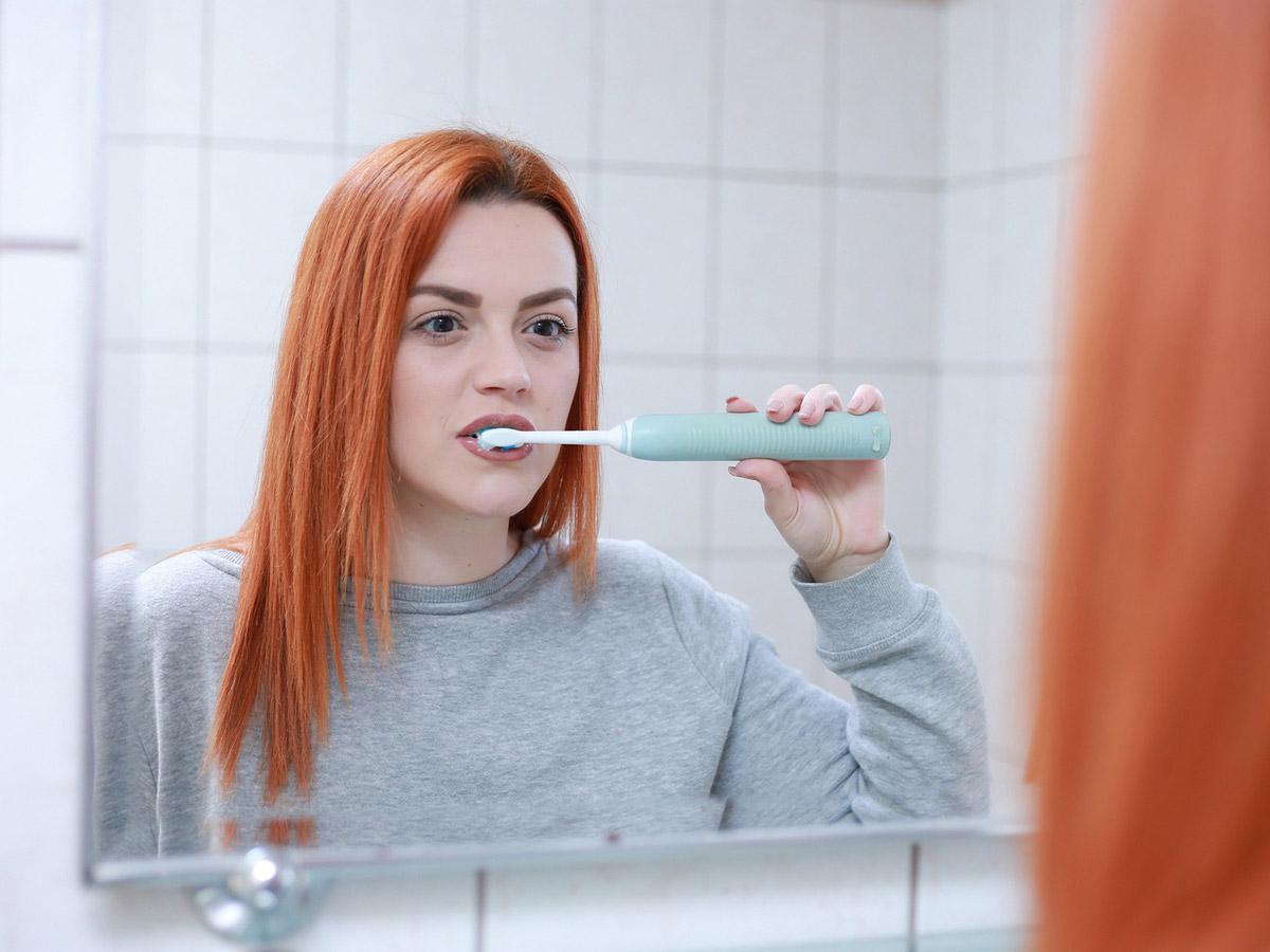 Comment bien choisir sa brosse à dents électrique, connectée ou non