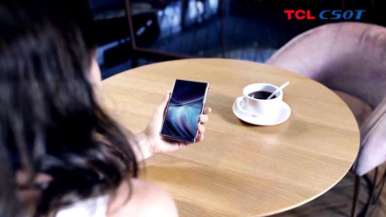 un exemple de smartphone avec écran flexible Oled conçu par TCL