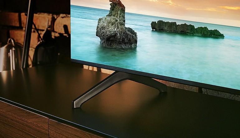 les pieds du téléviseur Samsung TU7125