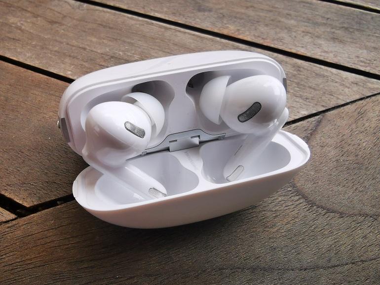 Ecouteurs Oppo Enco X, boitier à l'envers