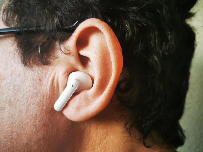 Ecouteurs Oppo Enco X dans l'oreille