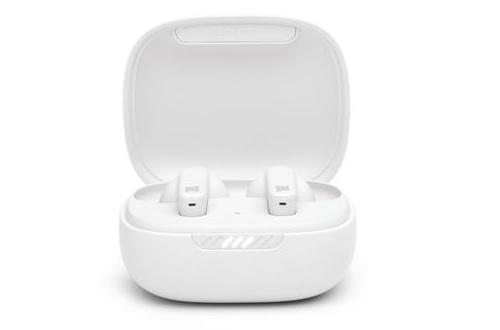 Le boîtier de transport et de recharge des écouteurs sans fil JBL Live Pro+ TWS, visuel packshot