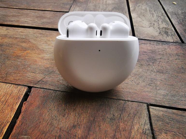Huawei FreeBuds 4 les écouteurs dans le chargeur