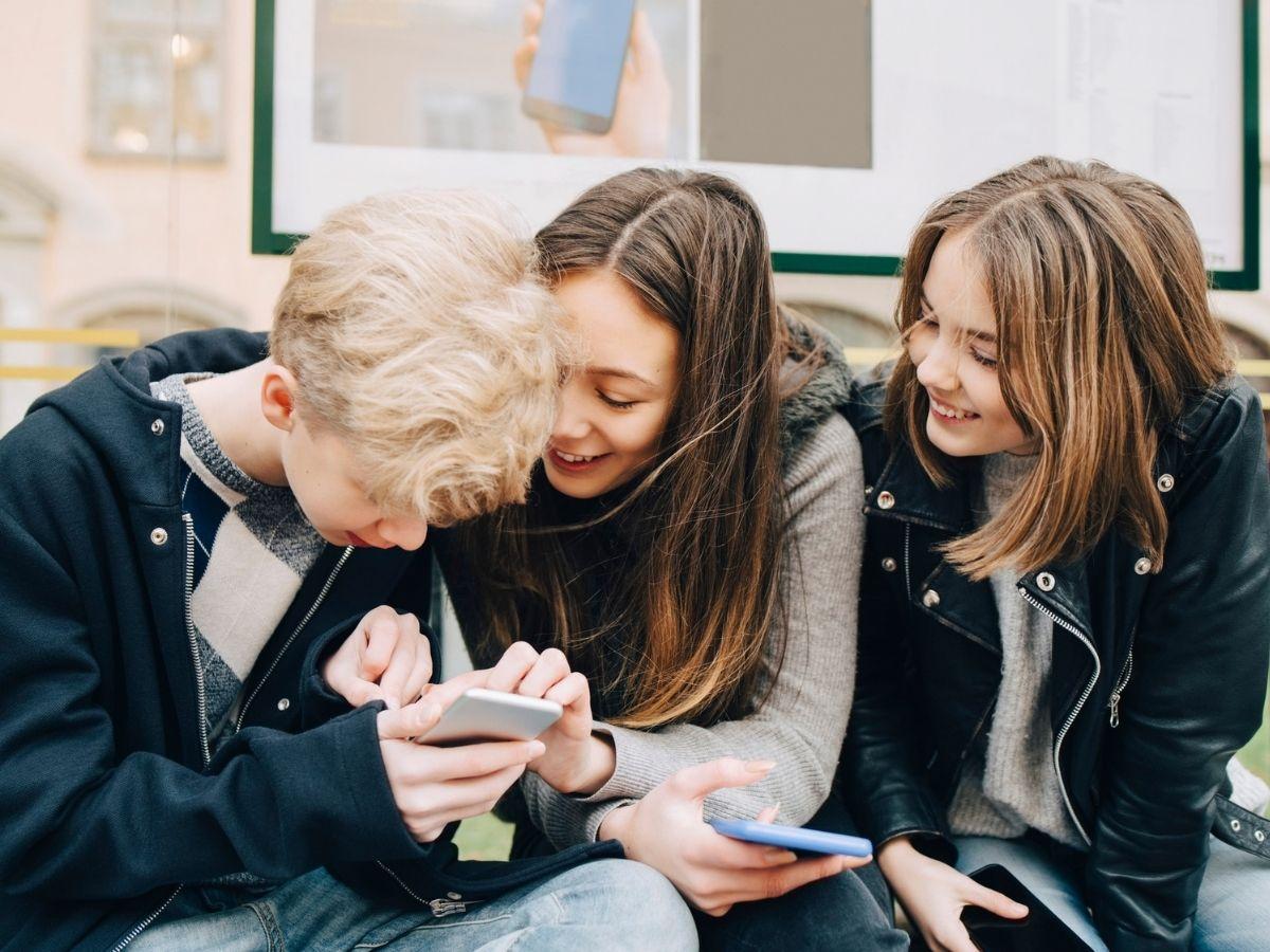 Rentrée scolaire : quel smartphone et quel forfait mobile pour mon ado ?