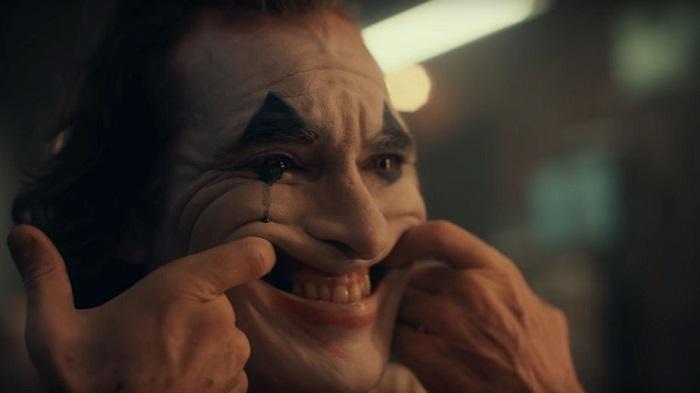 Joker Avec Joaquin Phoenix Le Mechant Clown Se Montre