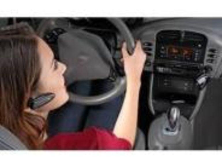 La sécurité des kits mains libres de voiture est mise en cause