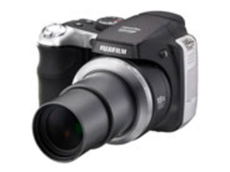 Zoom x18 pour le FinePix S8000fd, le bridge de la rentrée de Fujifilm
