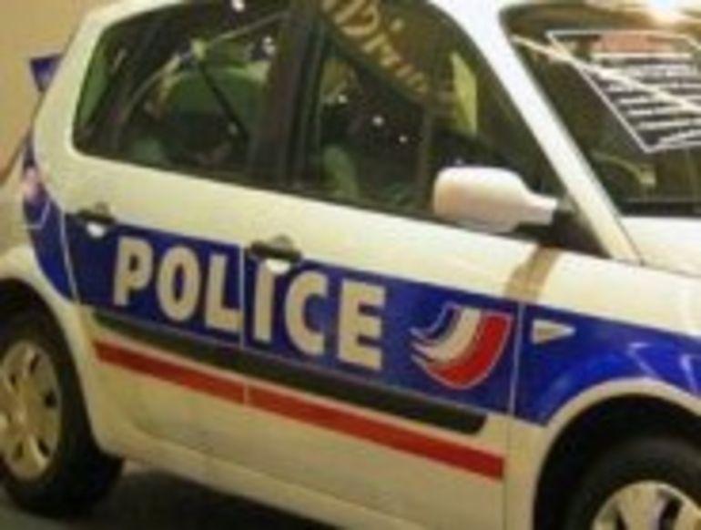 Des voitures de police dotées de micros et de caméras numériques
