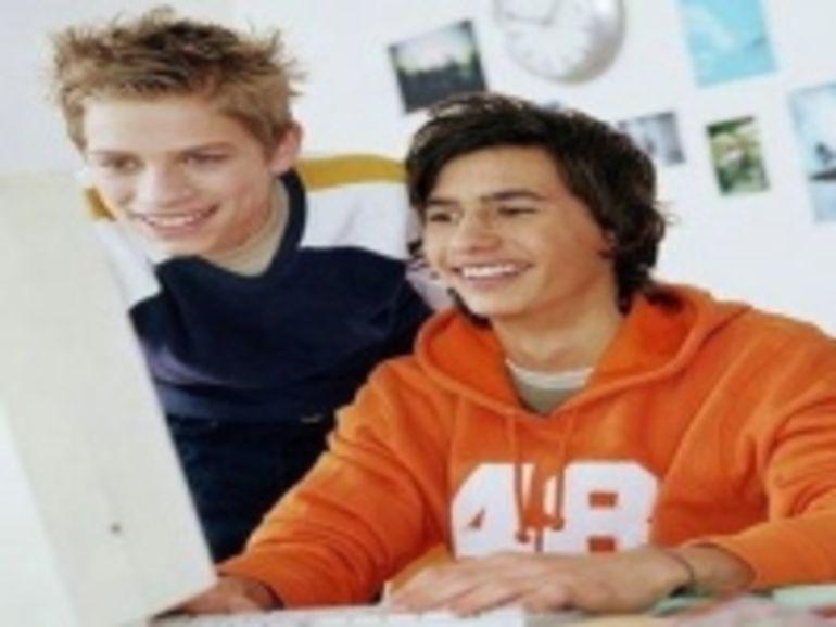 Les 16-24 ans plébiscitent Internet au détriment de la télévision