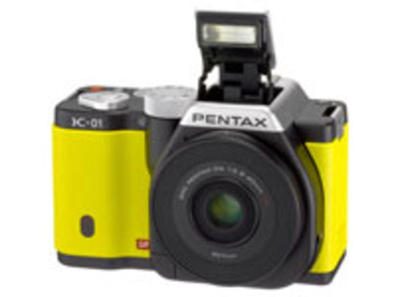 Pentax K-01 : l'hybride monté sur un boîtier reflex