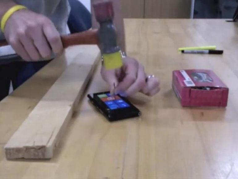 Le Nokia Lumia 900 vaut un clou