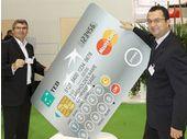 Une MasterCard avec clavier et écran intégré